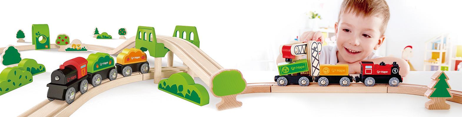 Circuitos y trenes de madera infantiles